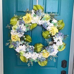 "30"" hydrangea mixed floral wreath EUC"
